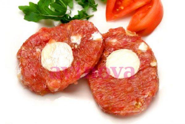 Hamburguesa casera de pollo con queso de cabra y nueces